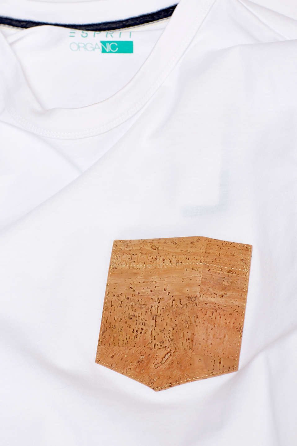 Jersey T-shirt with a patch breast pocket made of cork