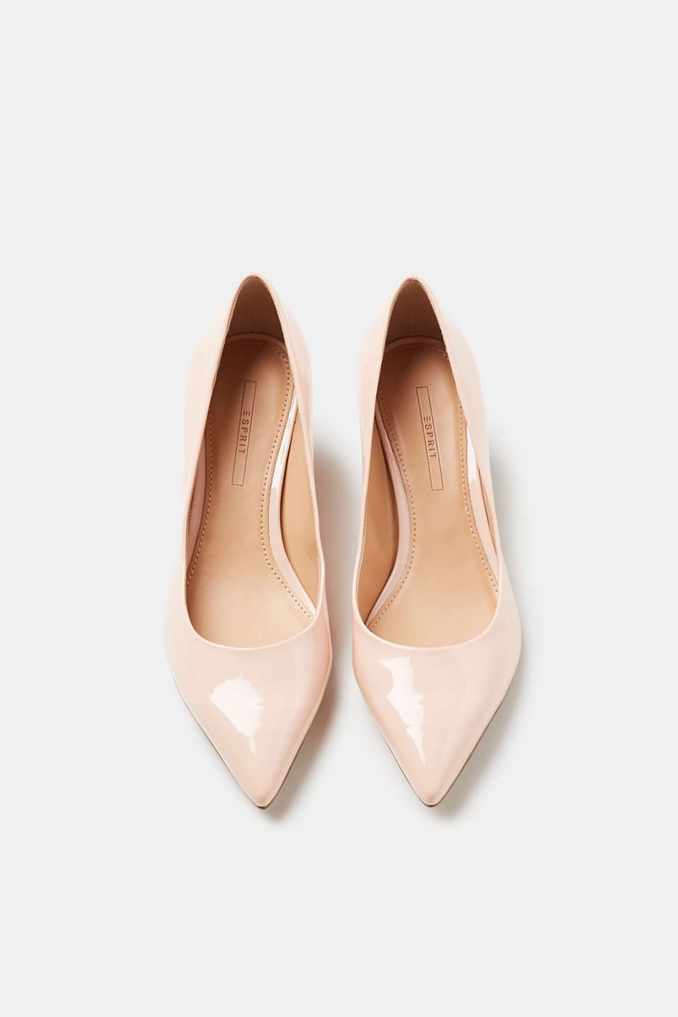 Pointed court shoes + elegant patent finish