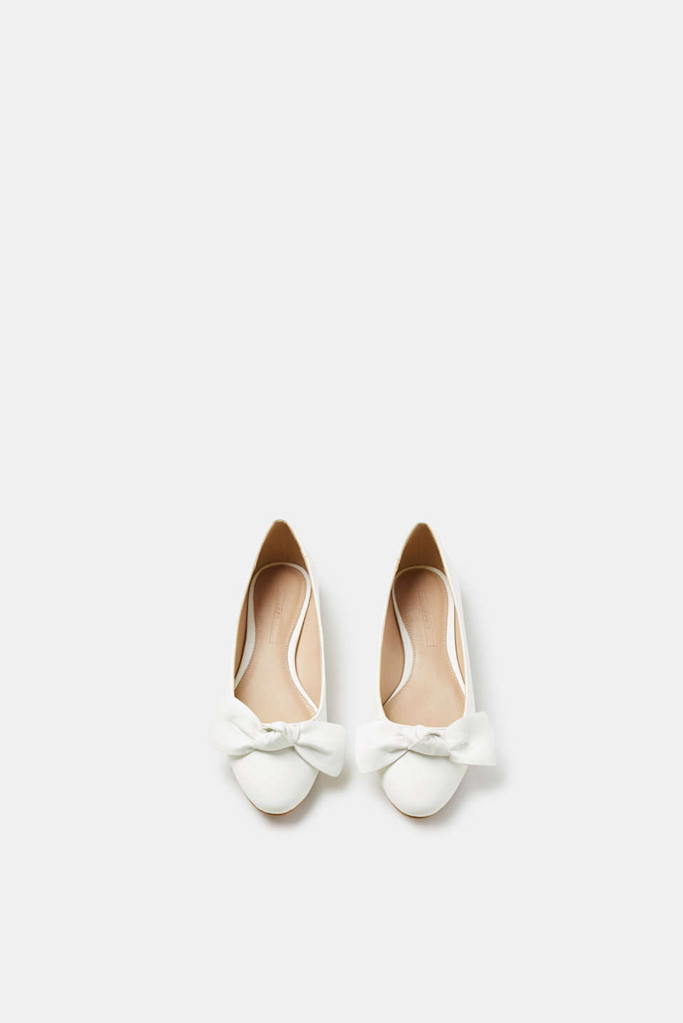 Flat ballerinas with a large bow