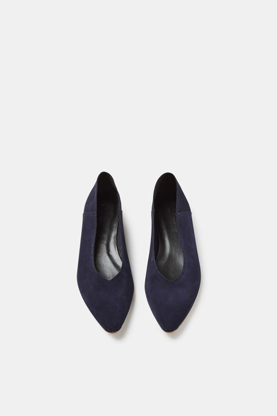 Pointed ballerinas in soft suede