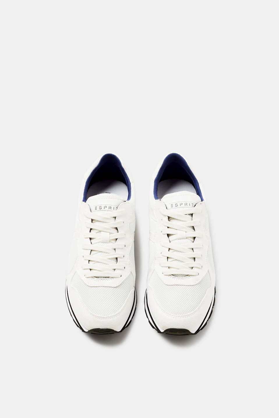 Sporty sneakers i coolt materialemiks