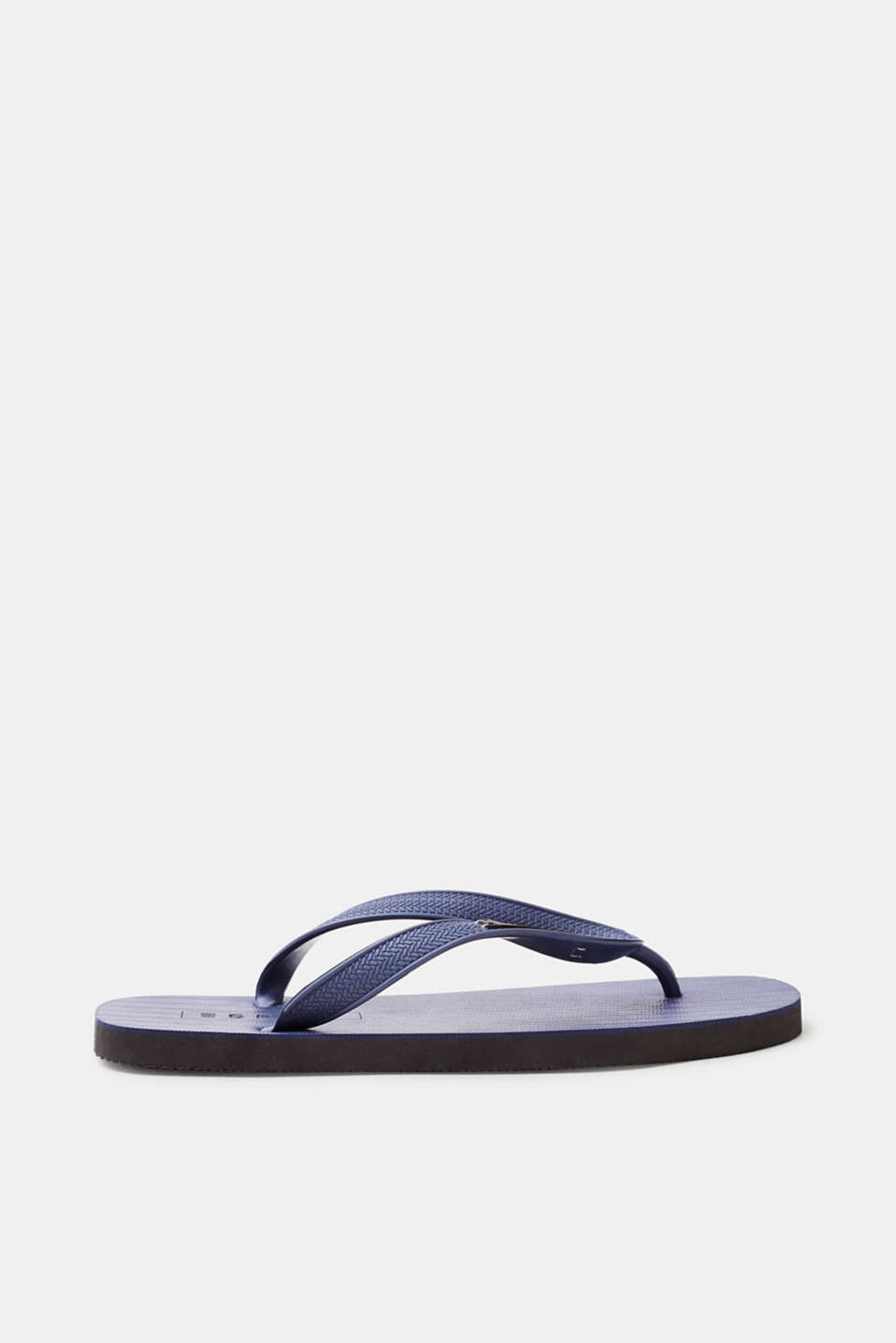 These toe-post sandals in rubber guarantee a soft, comfortable look on your way to the beach.