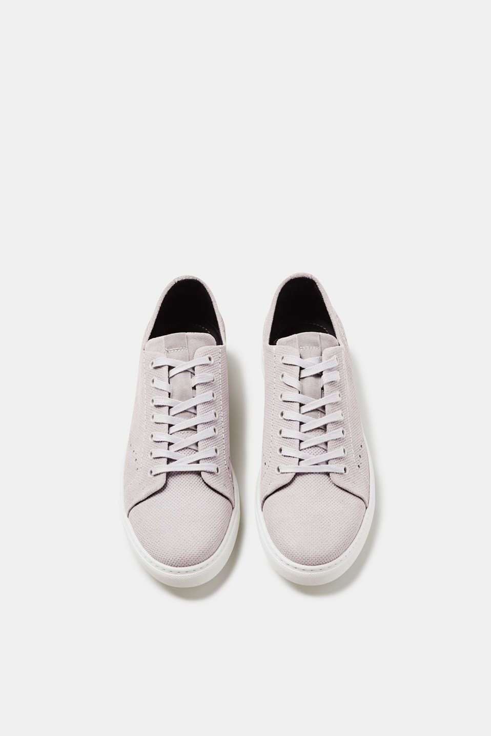 Trend trainers in soft suede
