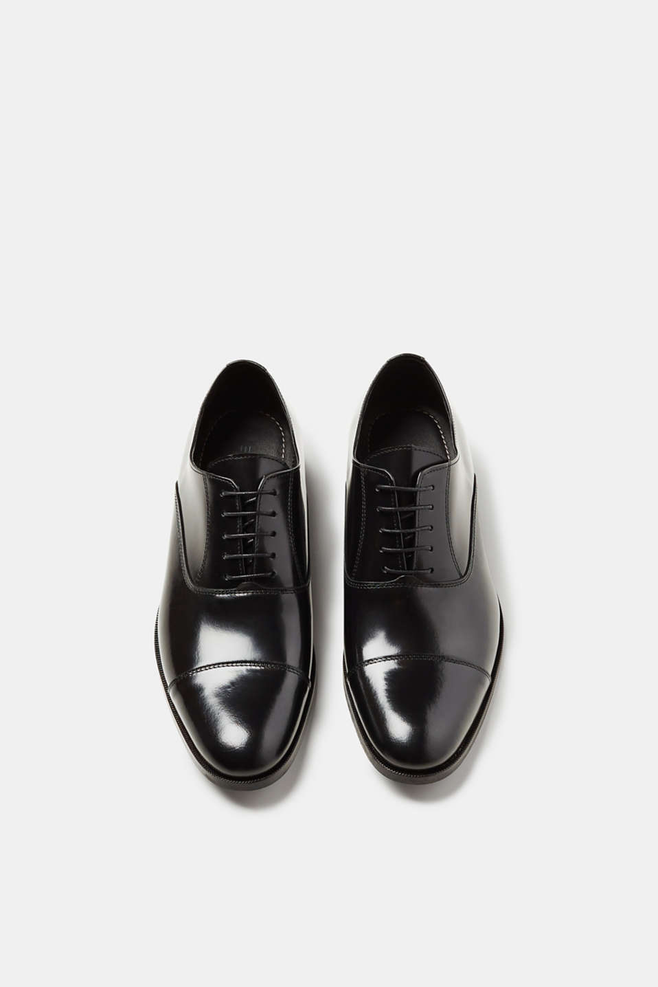 Modern business lace-ups in polished leather