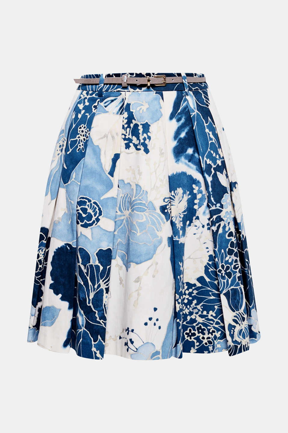 The striking floral print looks like watercolour on this satin skirt with feminine pleats and a charming flared silhouette!