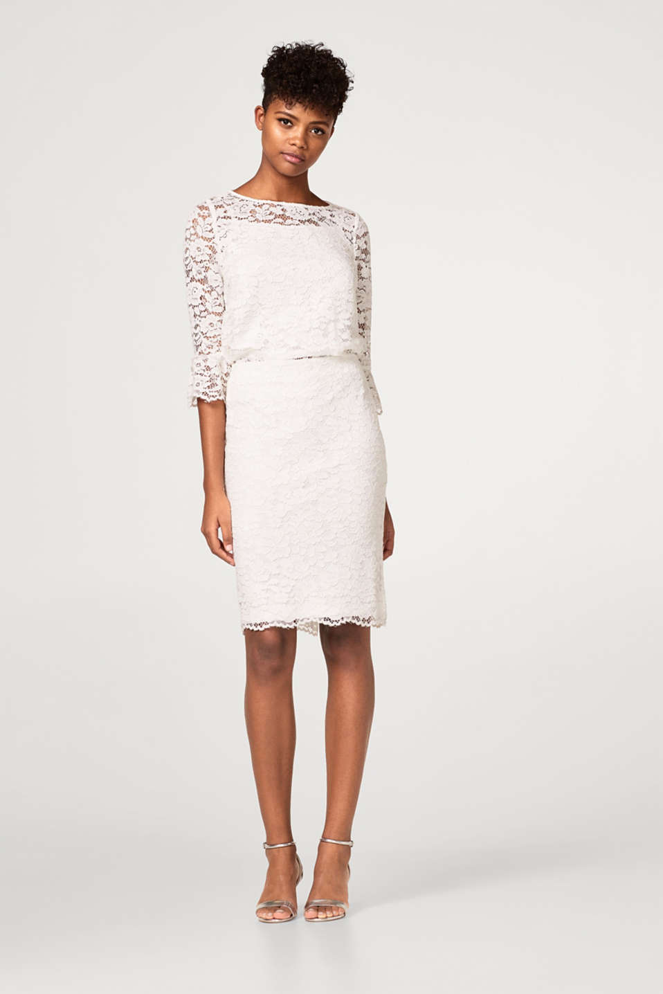 Sheath skirt in floral lace