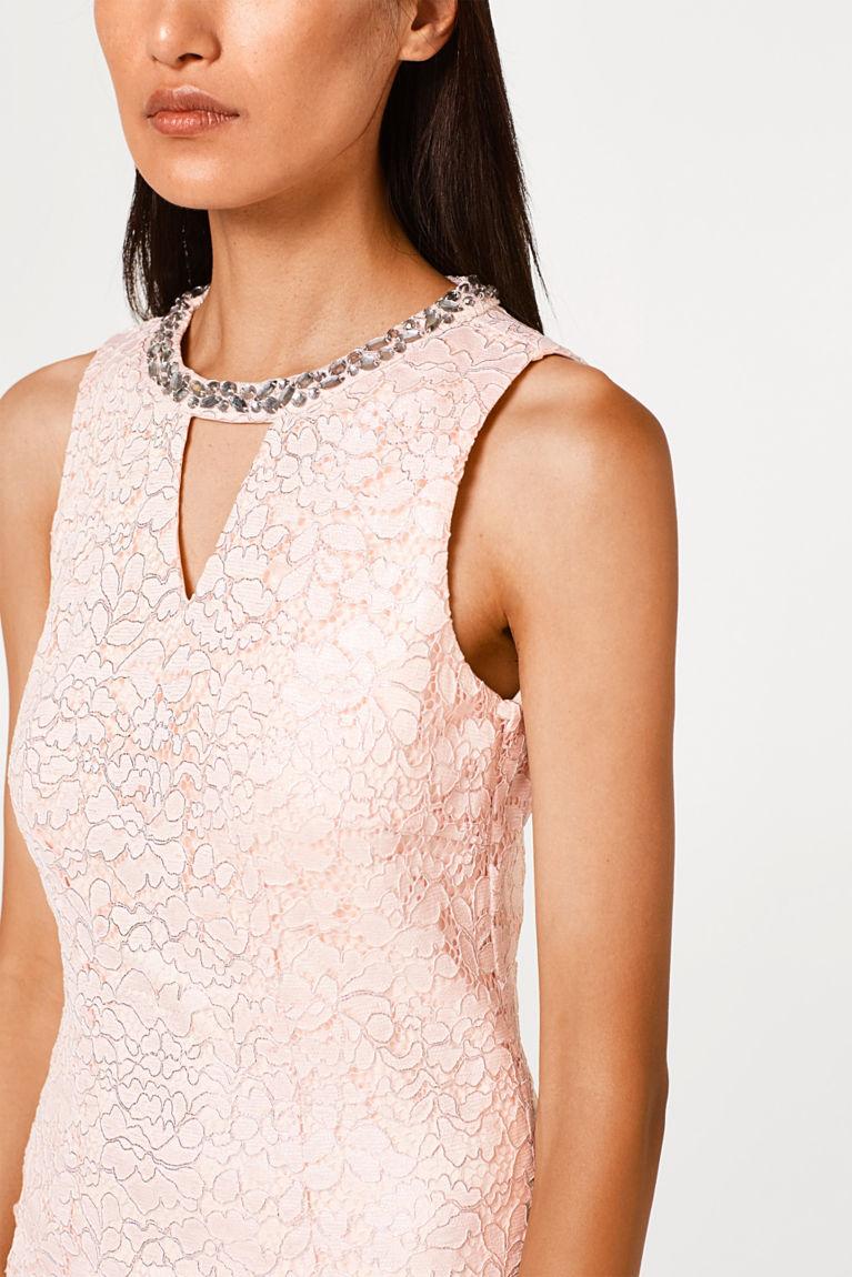 Brautkleid aus Spitze mit Schmucksteinen
