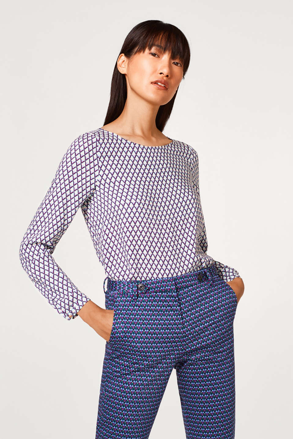 Esprit - Flowing blouse with a geometric print and button placket