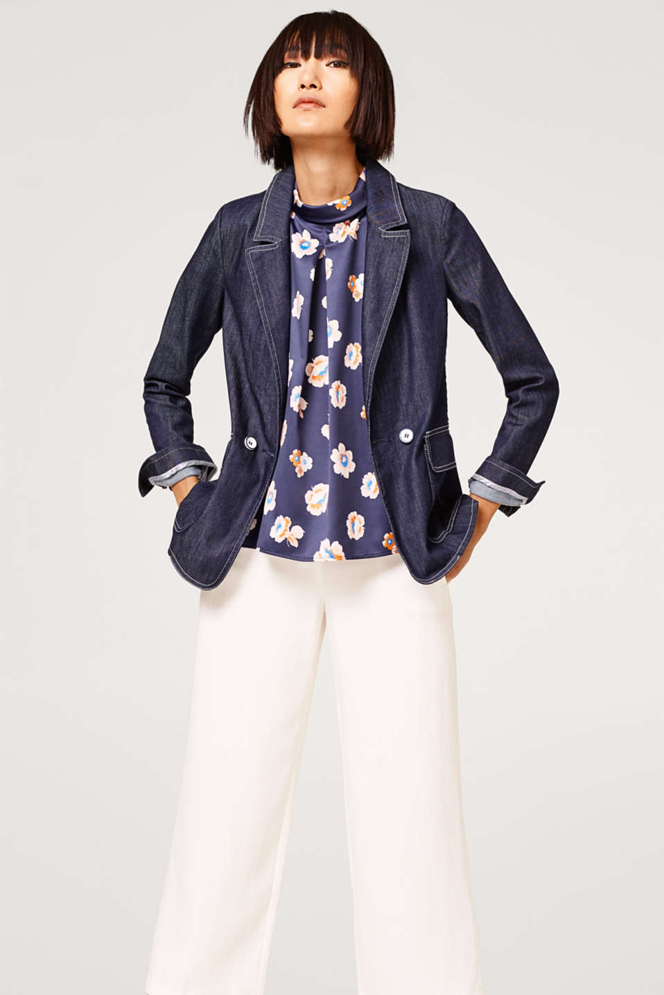 Light printed blouse with a turn-down collar