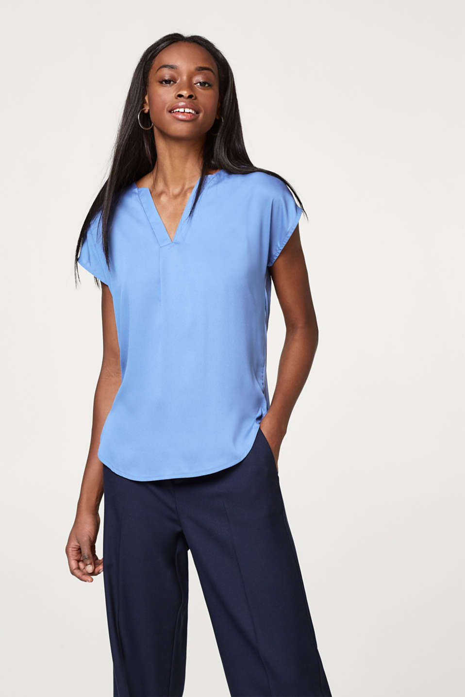 Esprit - Softly flowing blouse top with a V-neckline