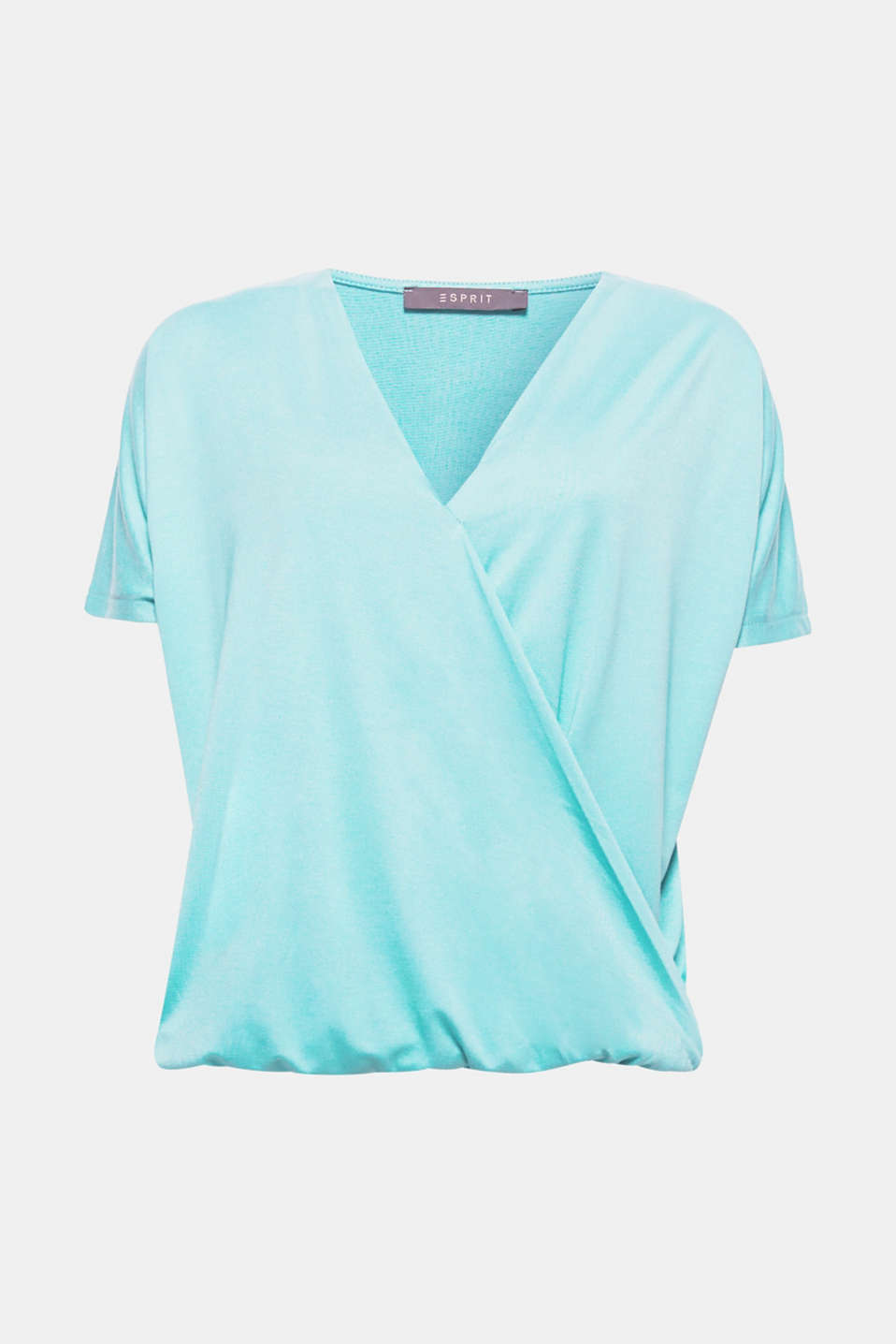 The short batwing sleeves and the fixed wrap-over effect give this softly draped top its modern style!