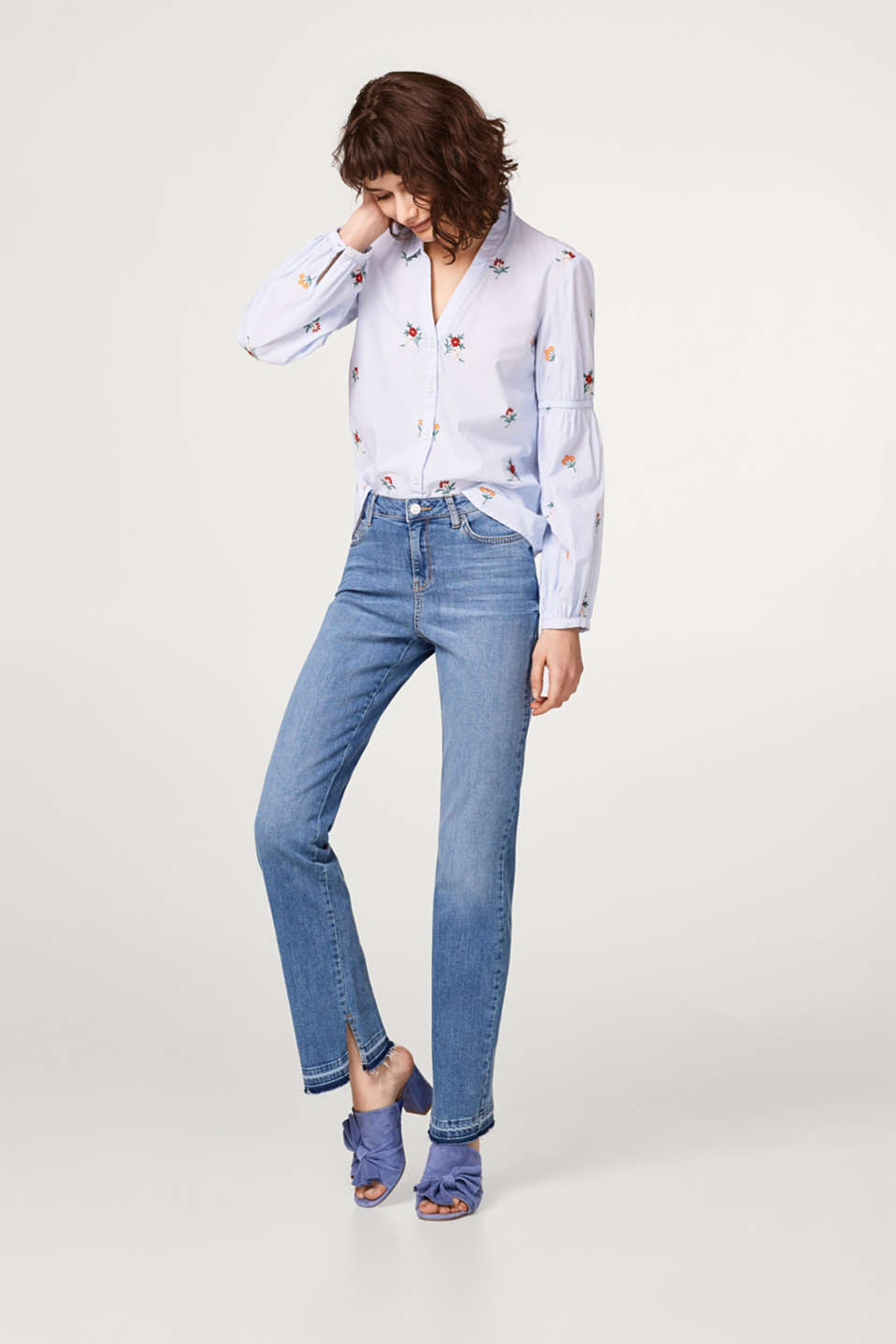 Bootcut stretch jeans with unfinished hems