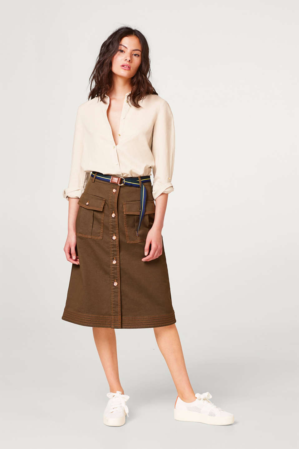 Midi skirt with a belt and pockets