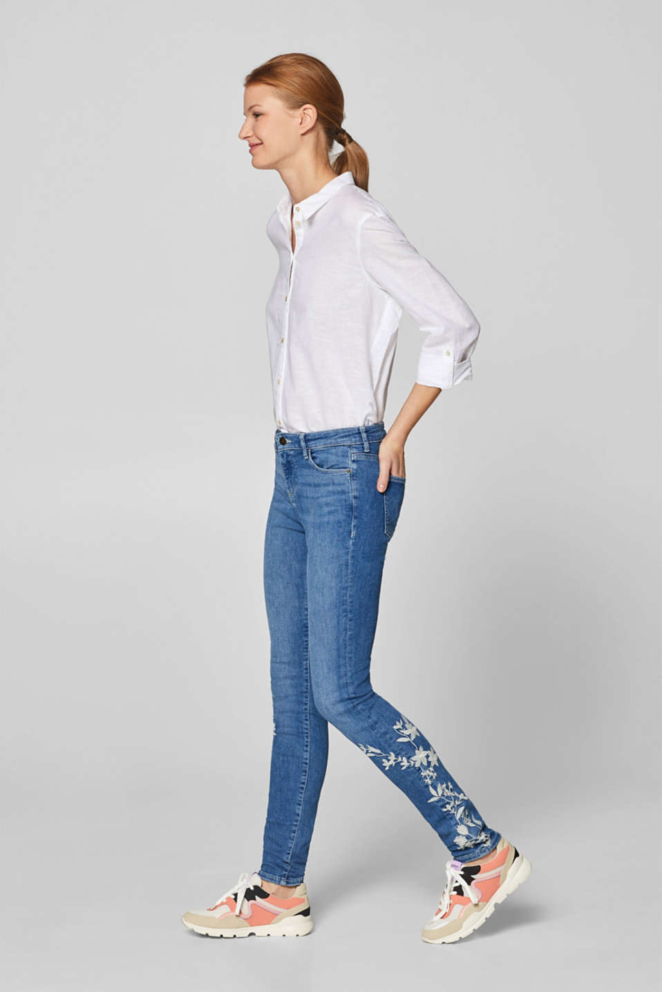 edc - Stretch-Jeans mit Stickerei, Recycled