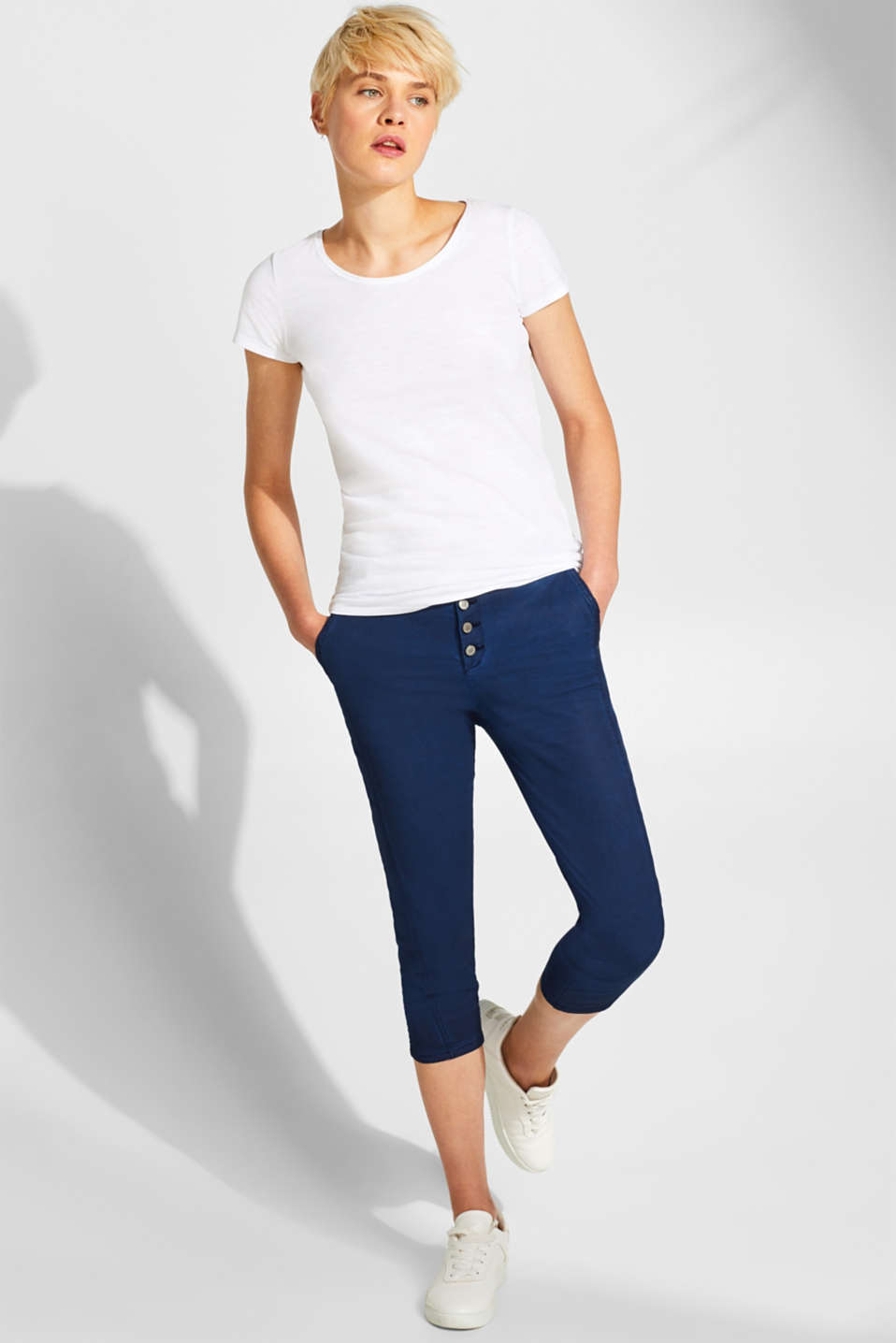 edc - SUMMER CAPRIS in a washed look with button packet