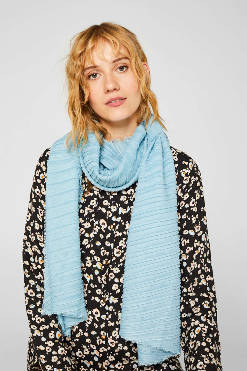 Soft woven scarf with accordion pleats, LIGHT TURQUOISE, detail image number 1