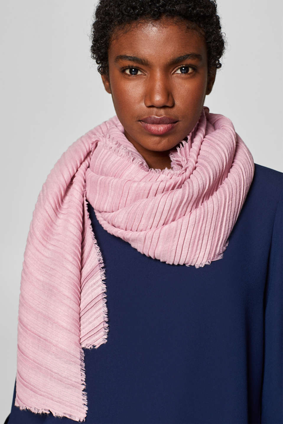 Soft woven scarf with accordion pleats, OLD PINK, detail image number 1