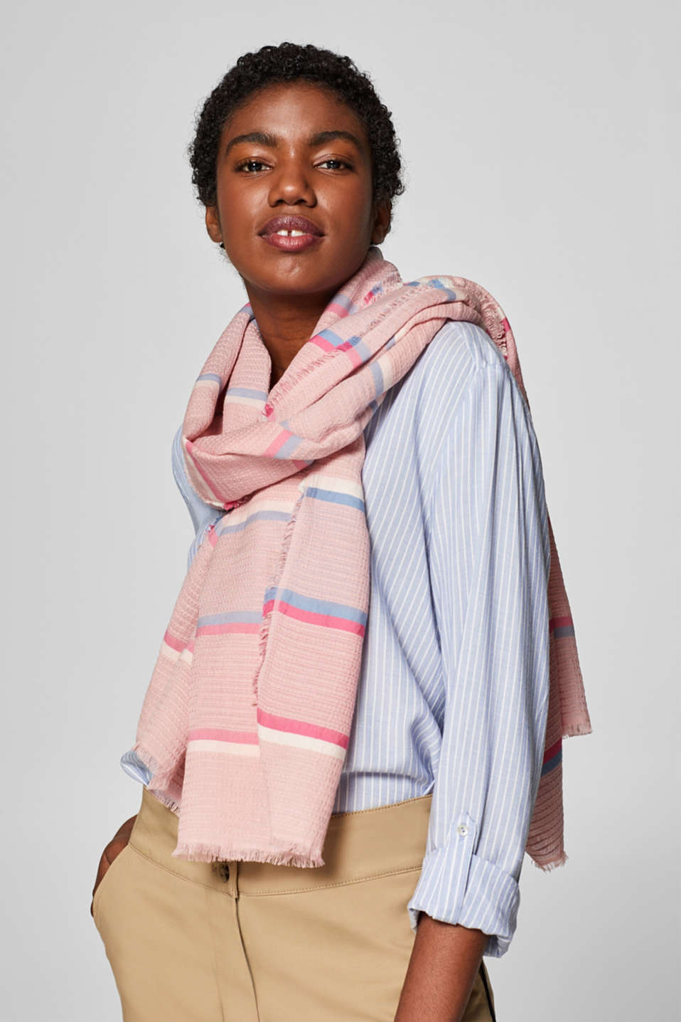 Textured scarf with a fine striped pattern, OLD PINK, detail image number 1