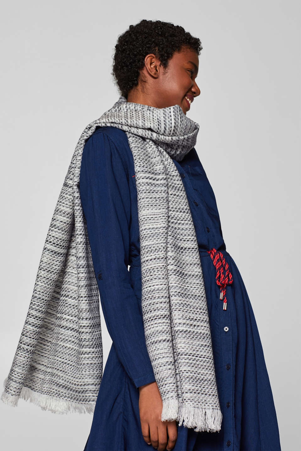 Wide scarf with a jacquard pattern, GREY, detail image number 1