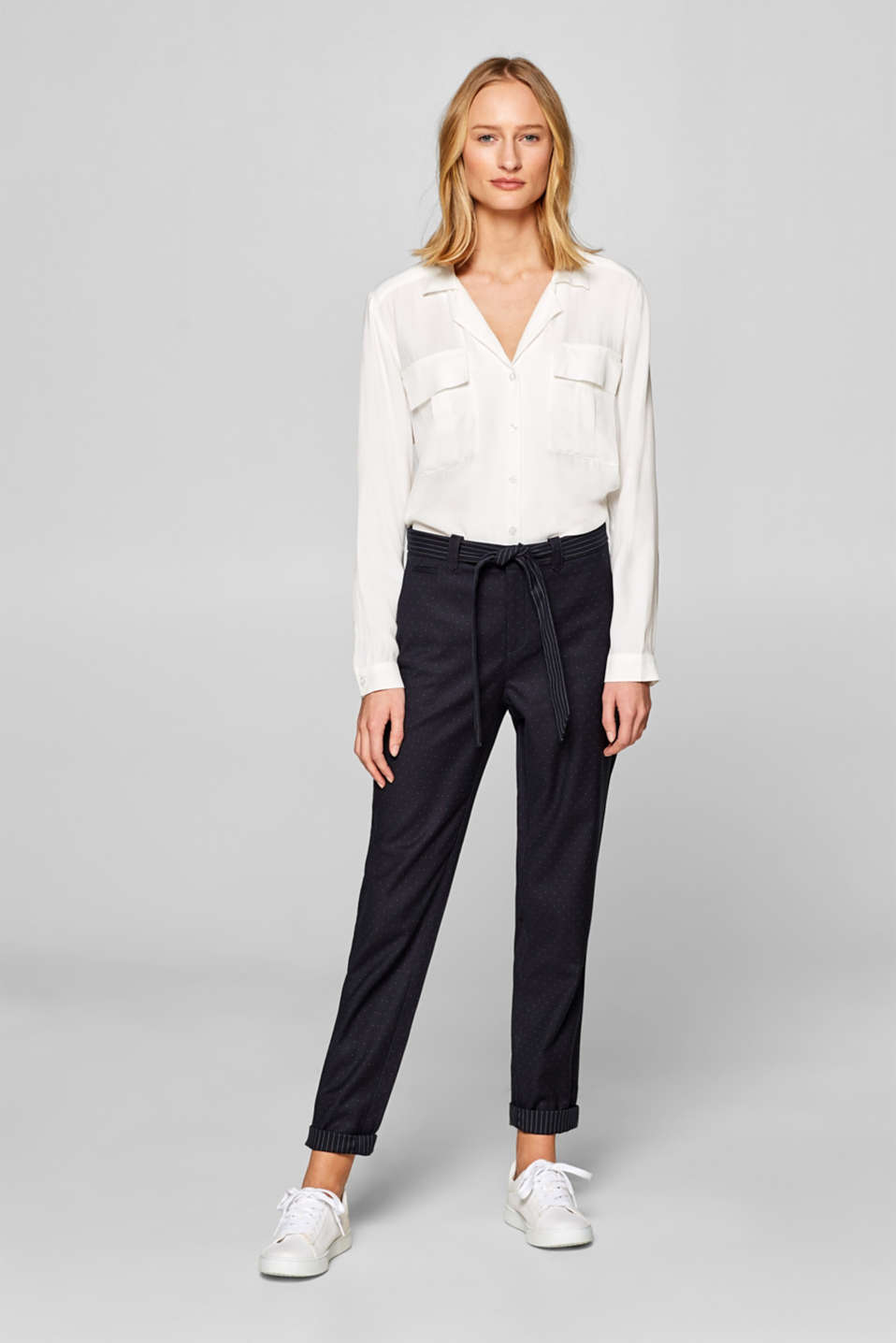 Esprit - Stretch chinos with a fabric belt and polka dots