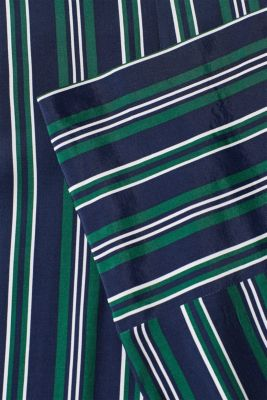 Wide cloth trousers with a striped pattern