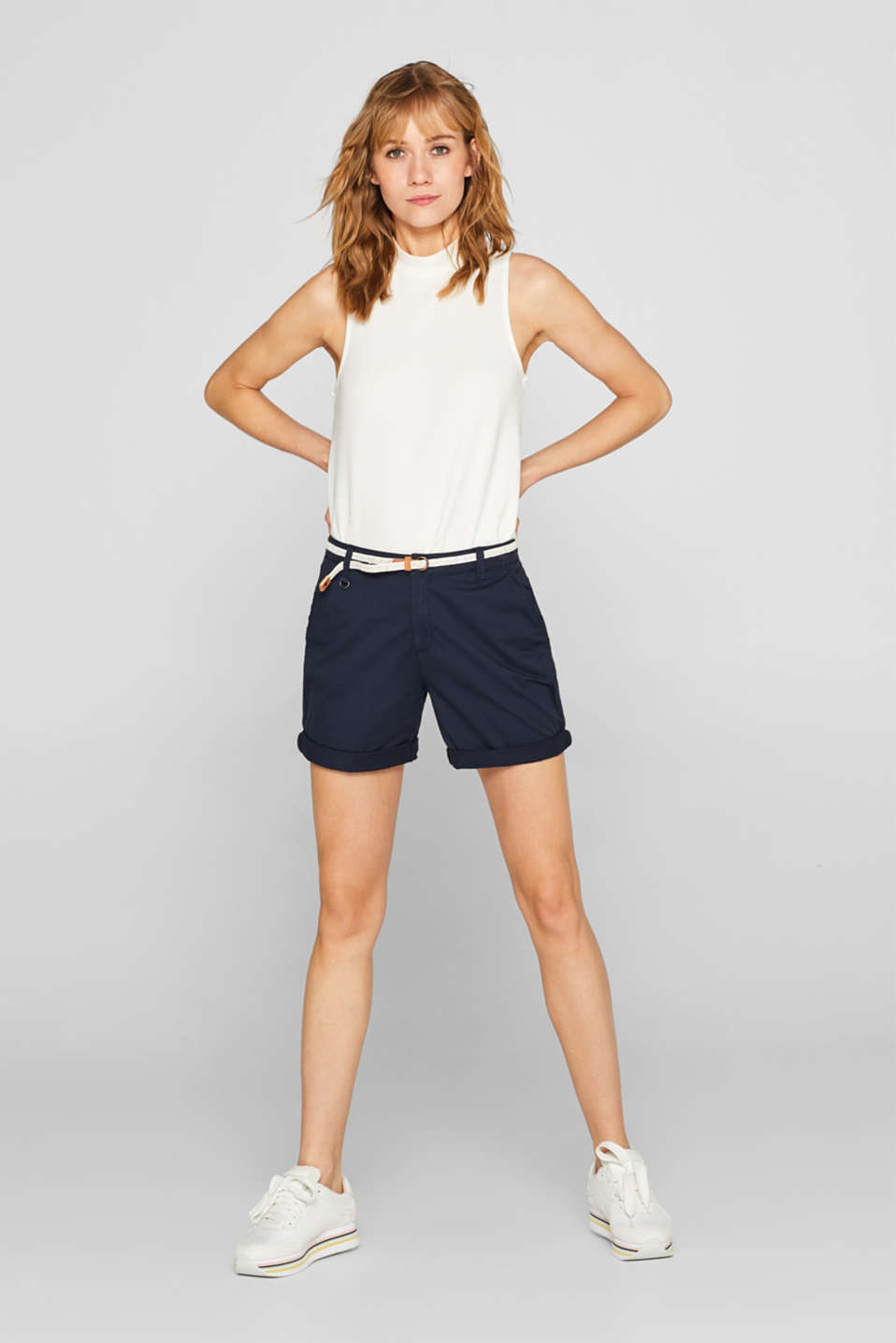 Esprit - Stretch cotton shorts with a braided belt