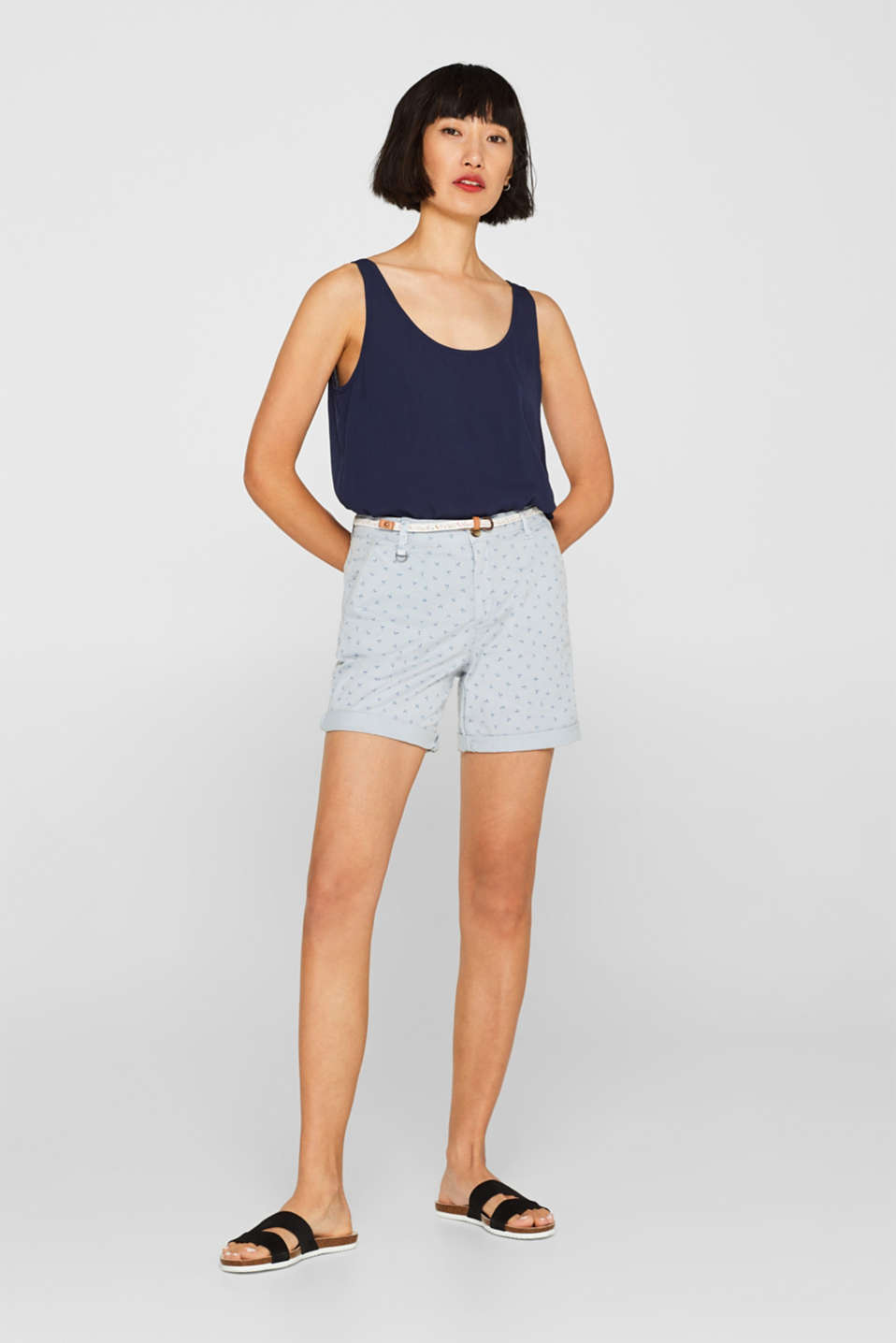 Esprit - Stretch shorts with a print and braided belt