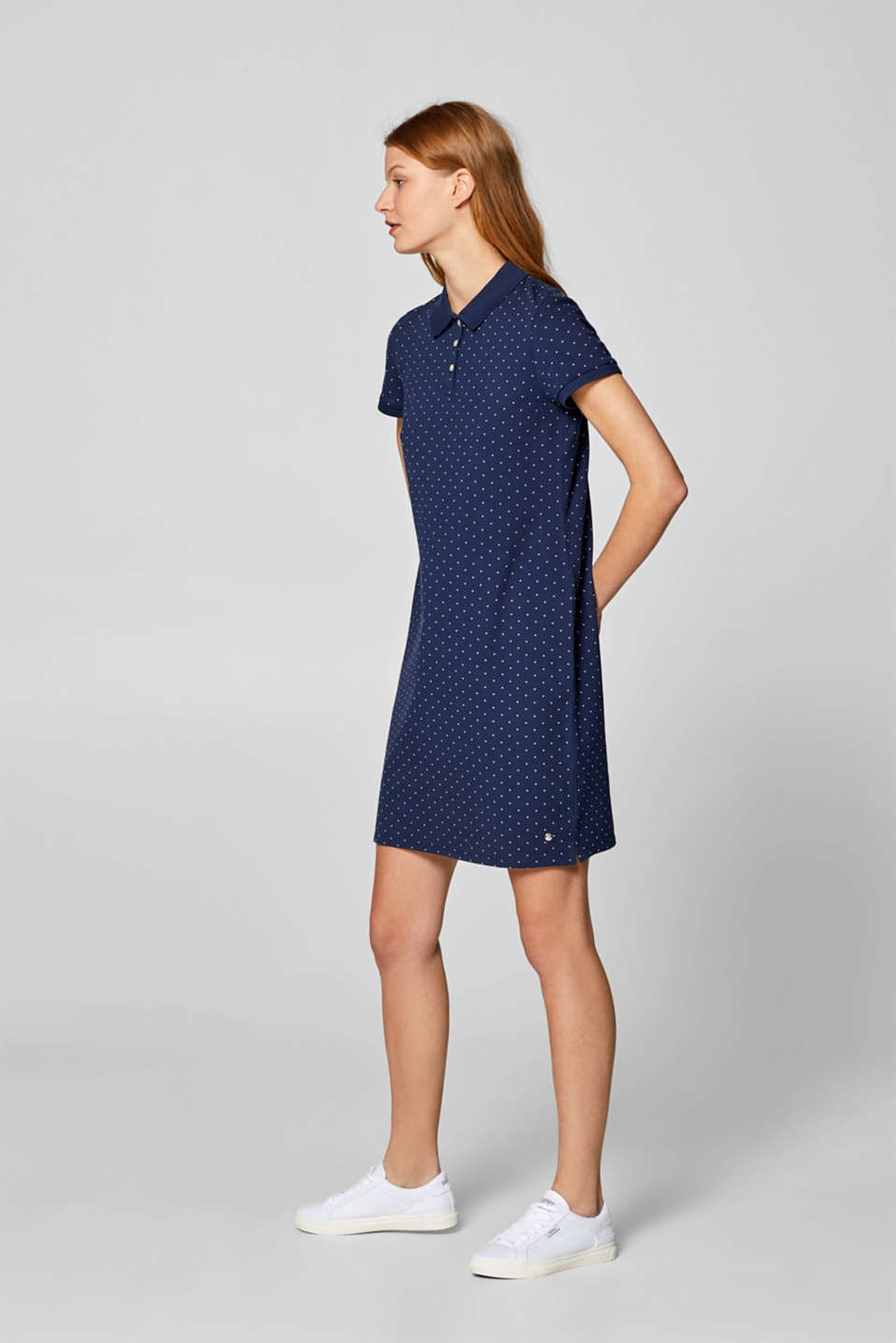 Esprit - Stretchy piqué dress with a polka dot print