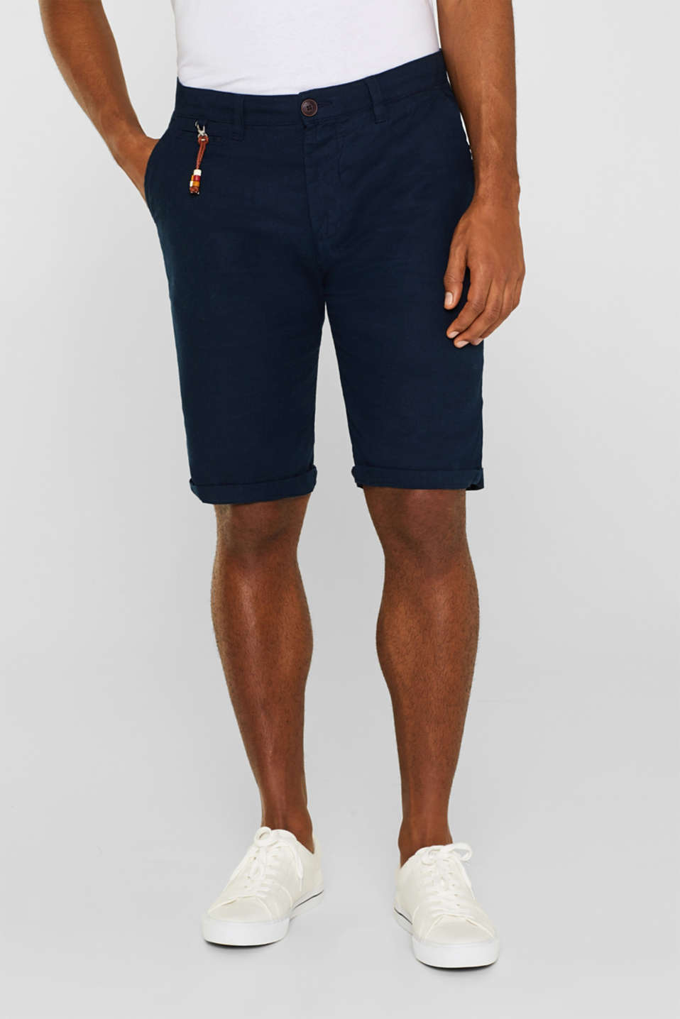 Esprit - Linen blend: shorts with a pendant