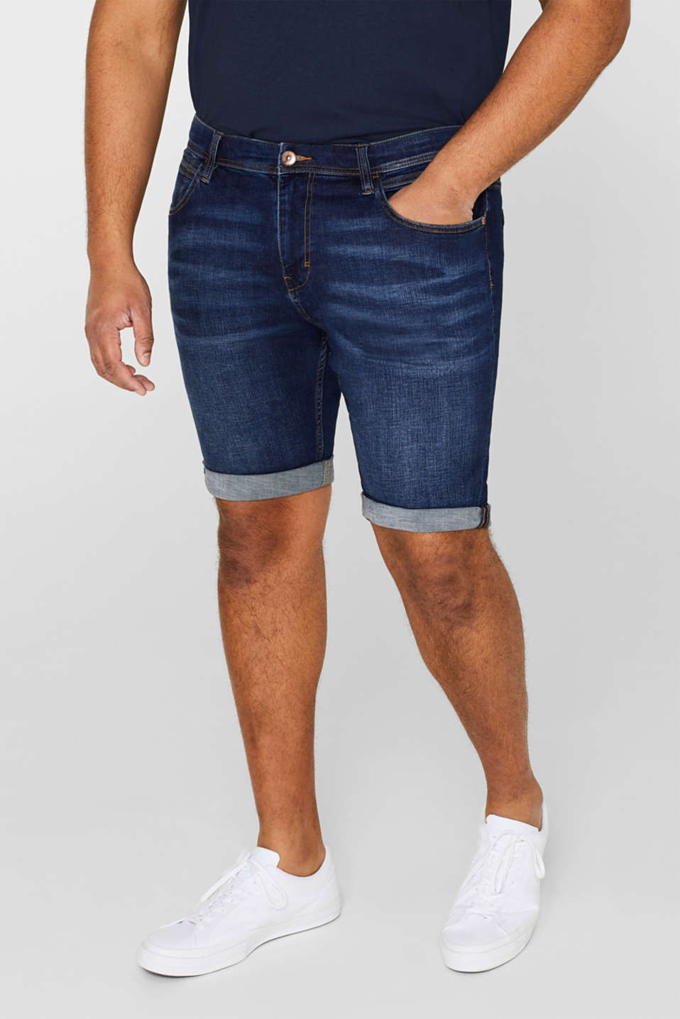 Super stretchy denim shorts with a washed-out finish