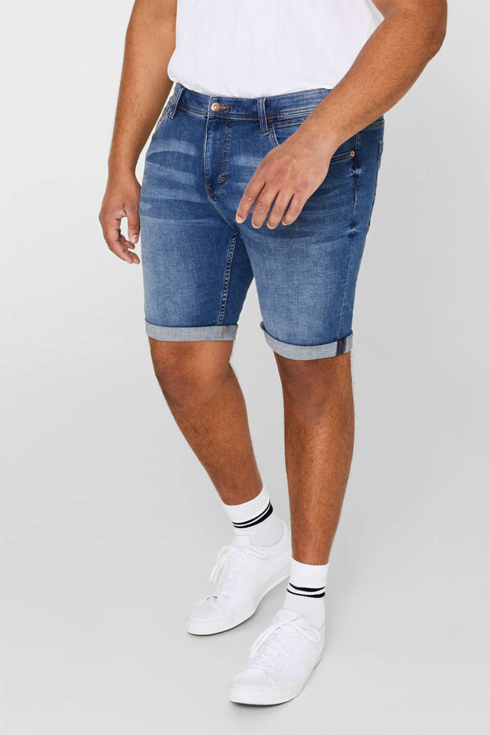 Esprit - Super stretchy denim shorts with a washed-out finish