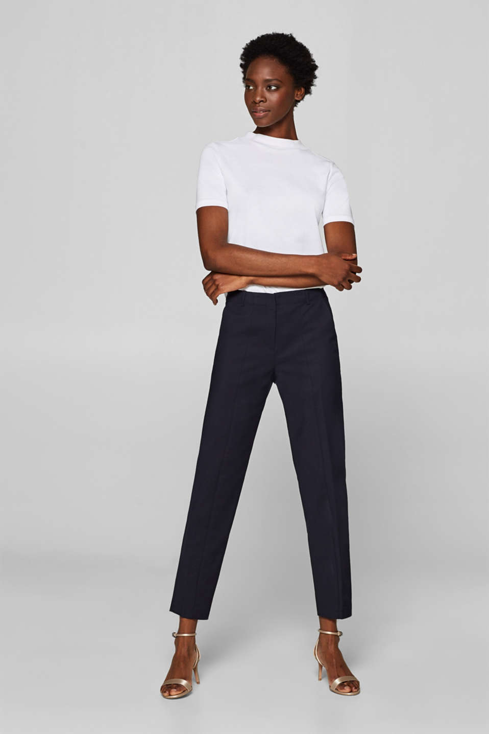 Esprit - Super stretch trousers with a cropped leg
