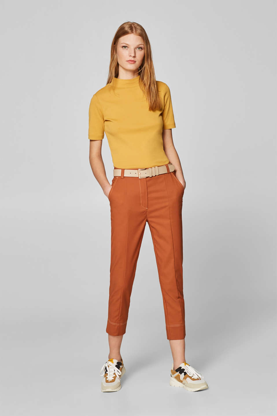Stretch 7/8-length trousers with a belt