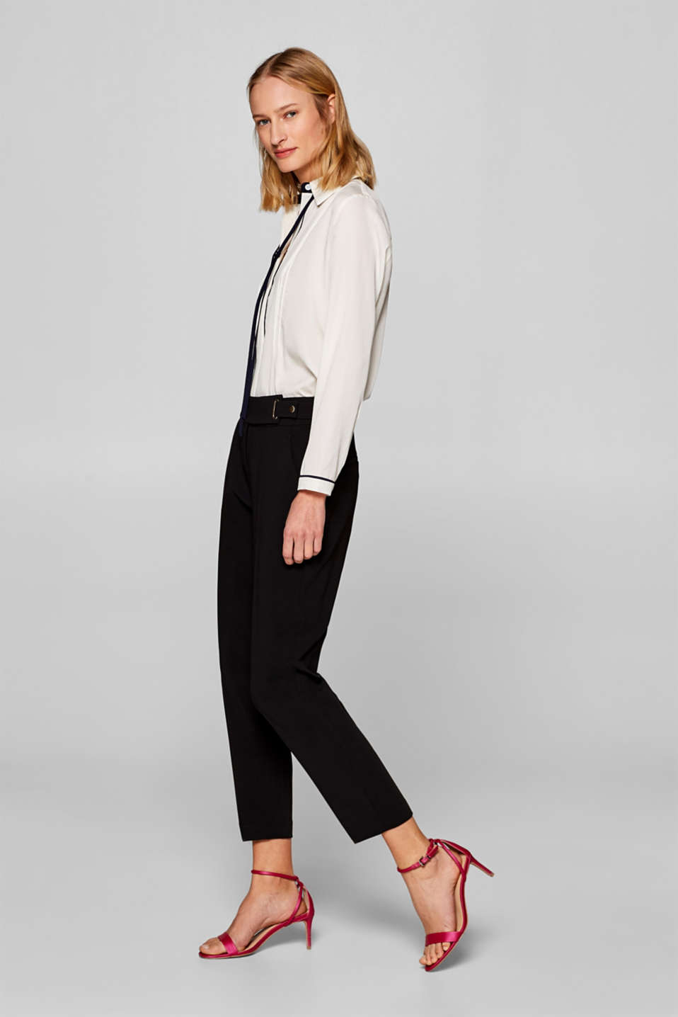 Esprit - Stretch trousers with a decorative waistband strap