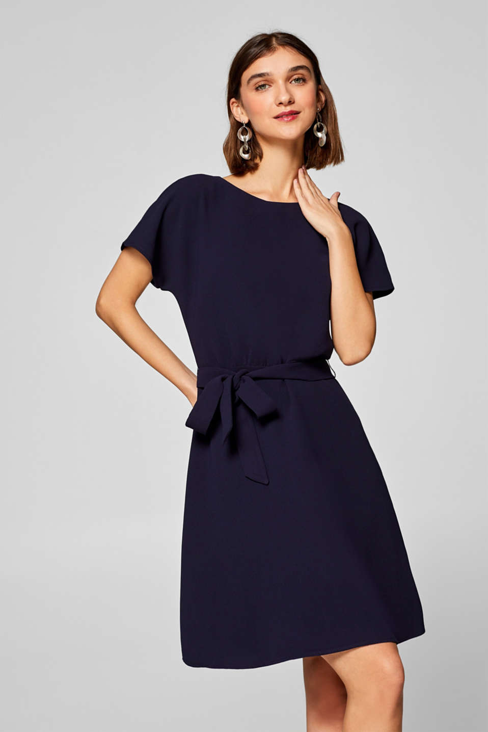 Esprit - Crêpe dress with a belt and bell-shaped skirt