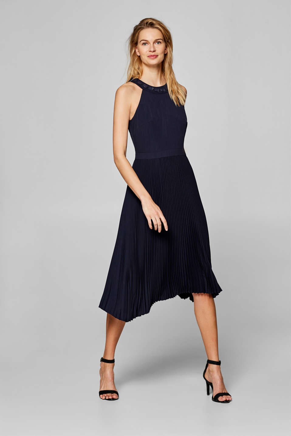 Esprit - Dress with a pleated skirt and decorative stones