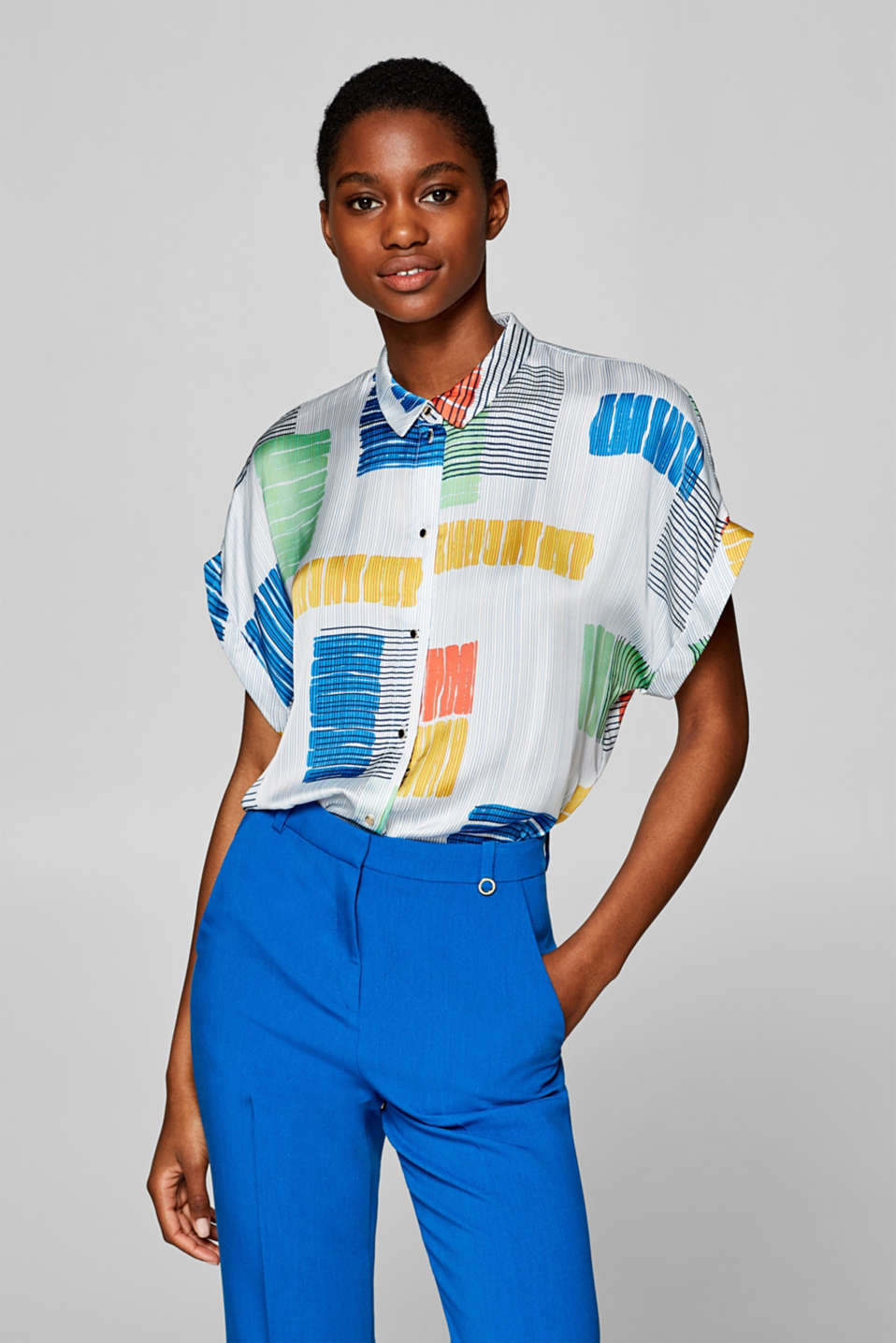 Esprit - Blouse with a colourful graphic print