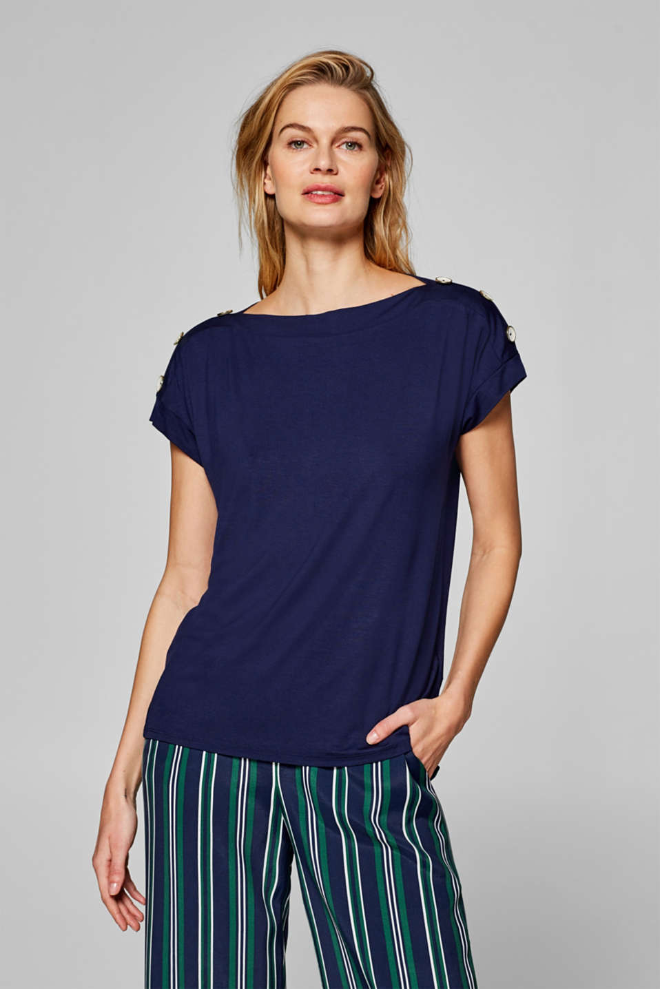 Esprit - Bateau neckline T-shirt with decorative buttons