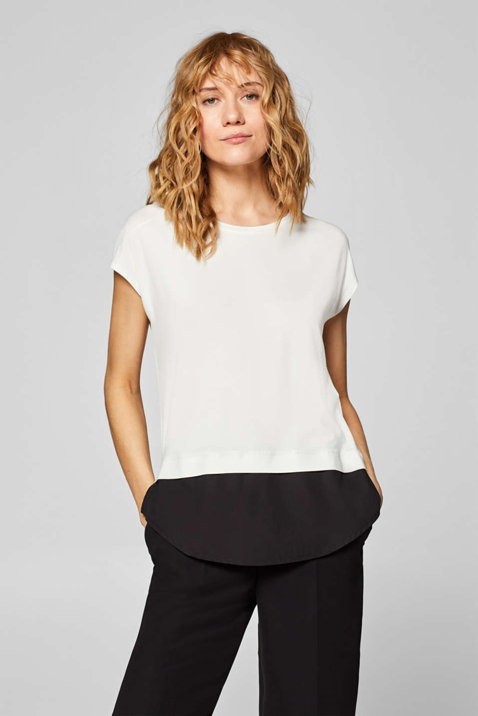Esprit - Layer-Stretch-Shirt mit Stoffsaum