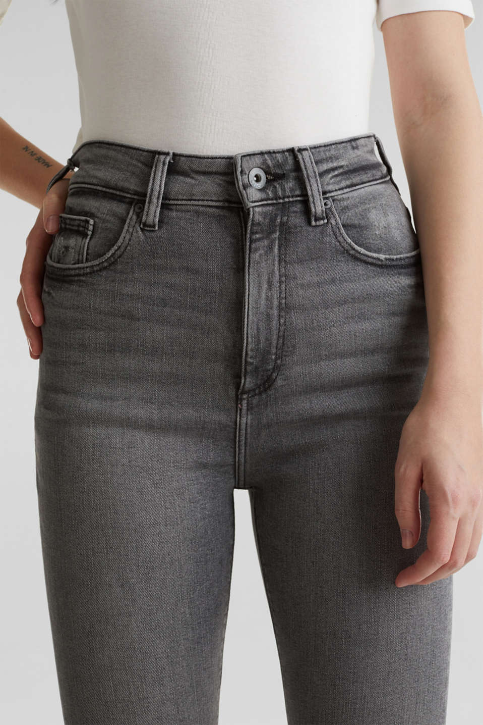 Basic jeans with an extra high rise waistband, BLACK LIGHT WASH, detail image number 2