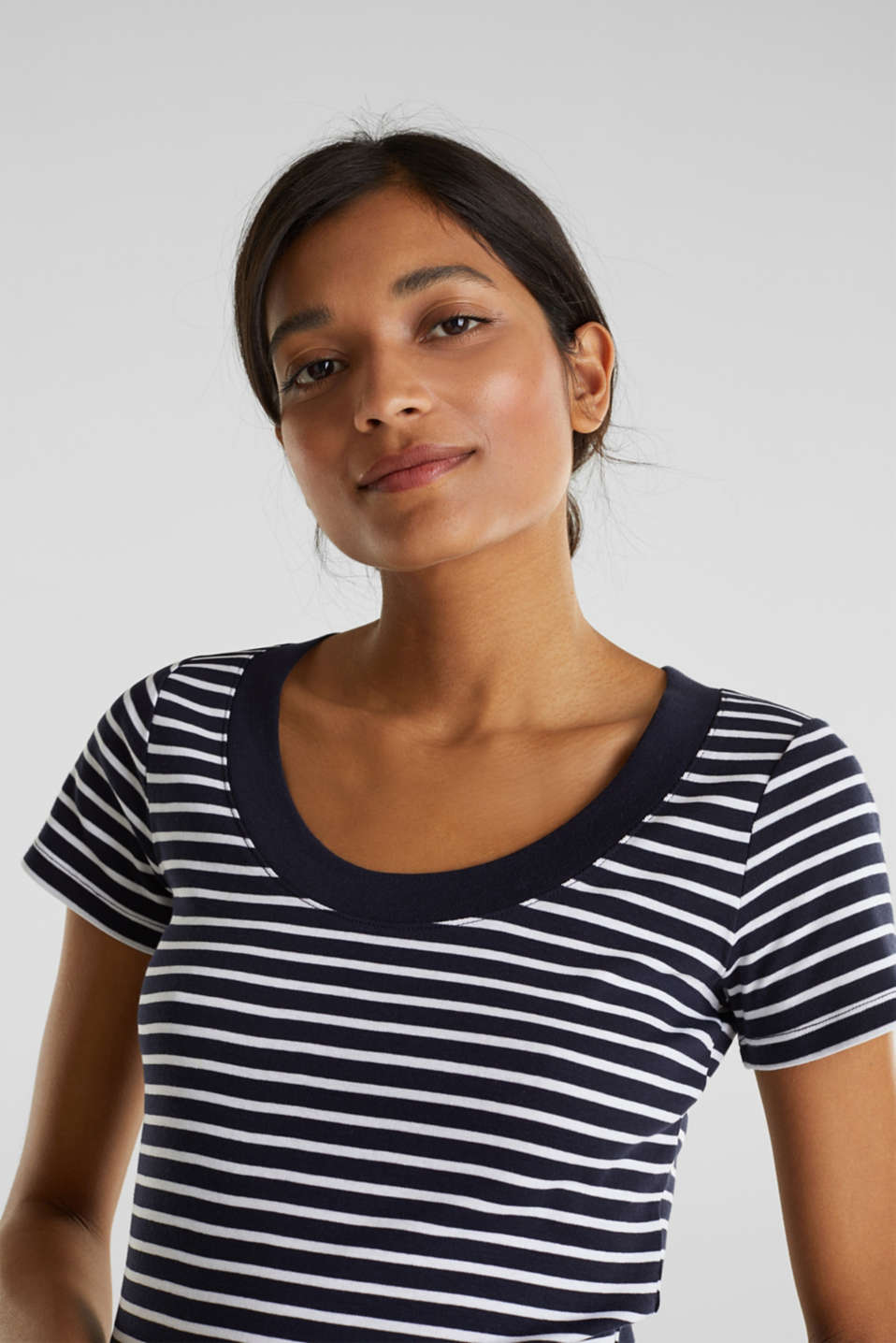 T-shirt containing organic cotton, NAVY, detail image number 5