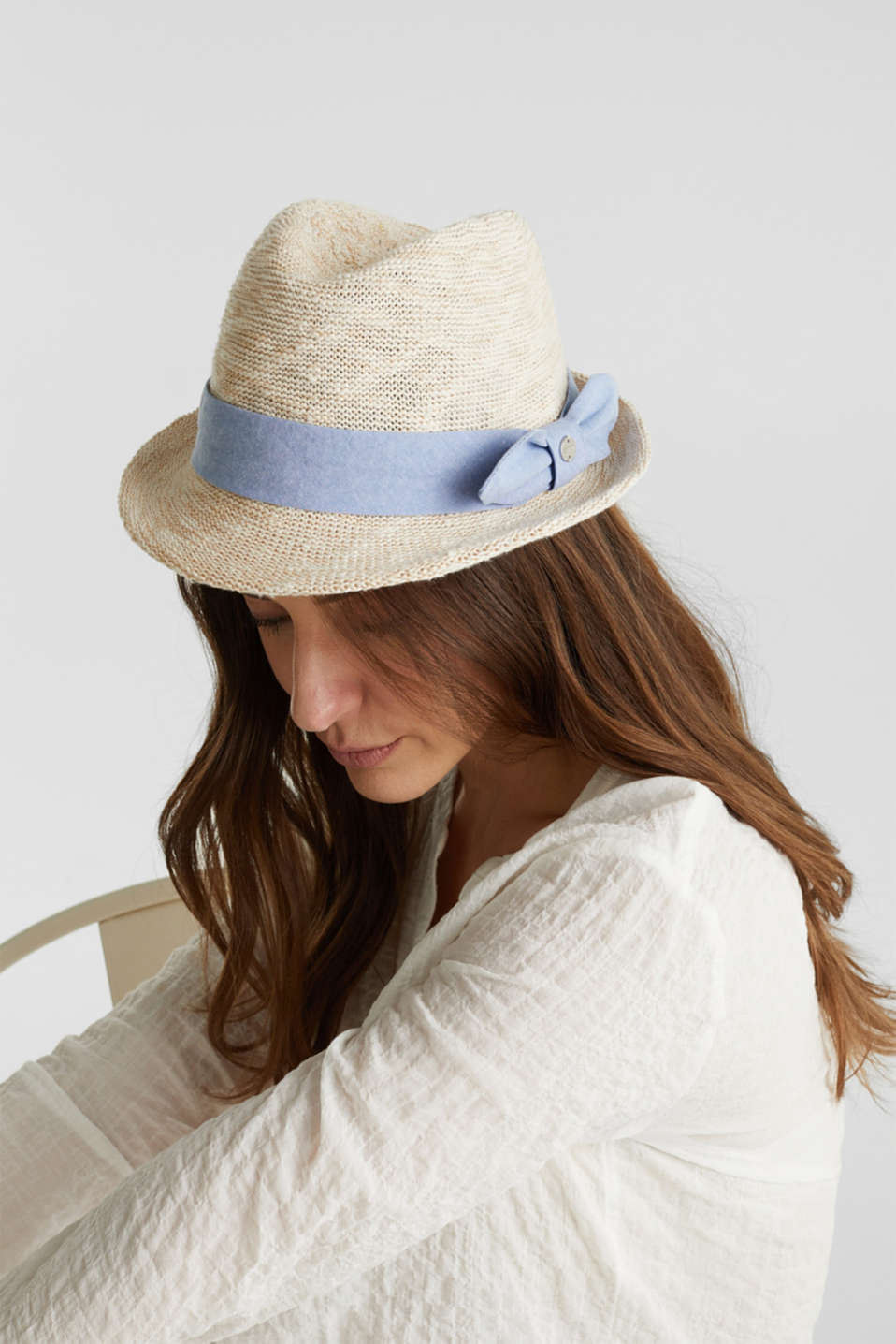 Knitted trilby hat with tape, SAND, detail image number 2