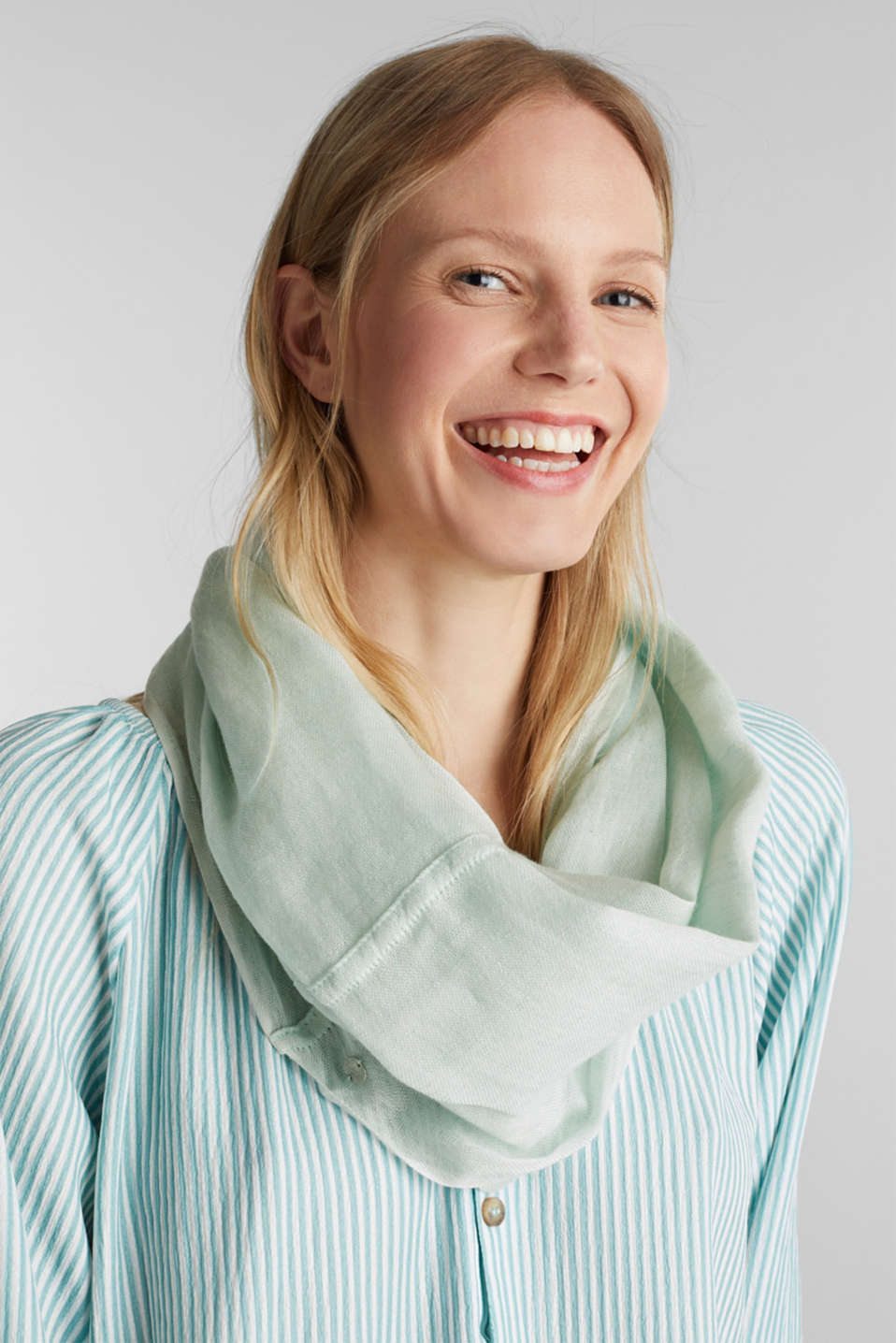 Linen blend: snood with fine texture, LIGHT AQUA GREEN, detail image number 1