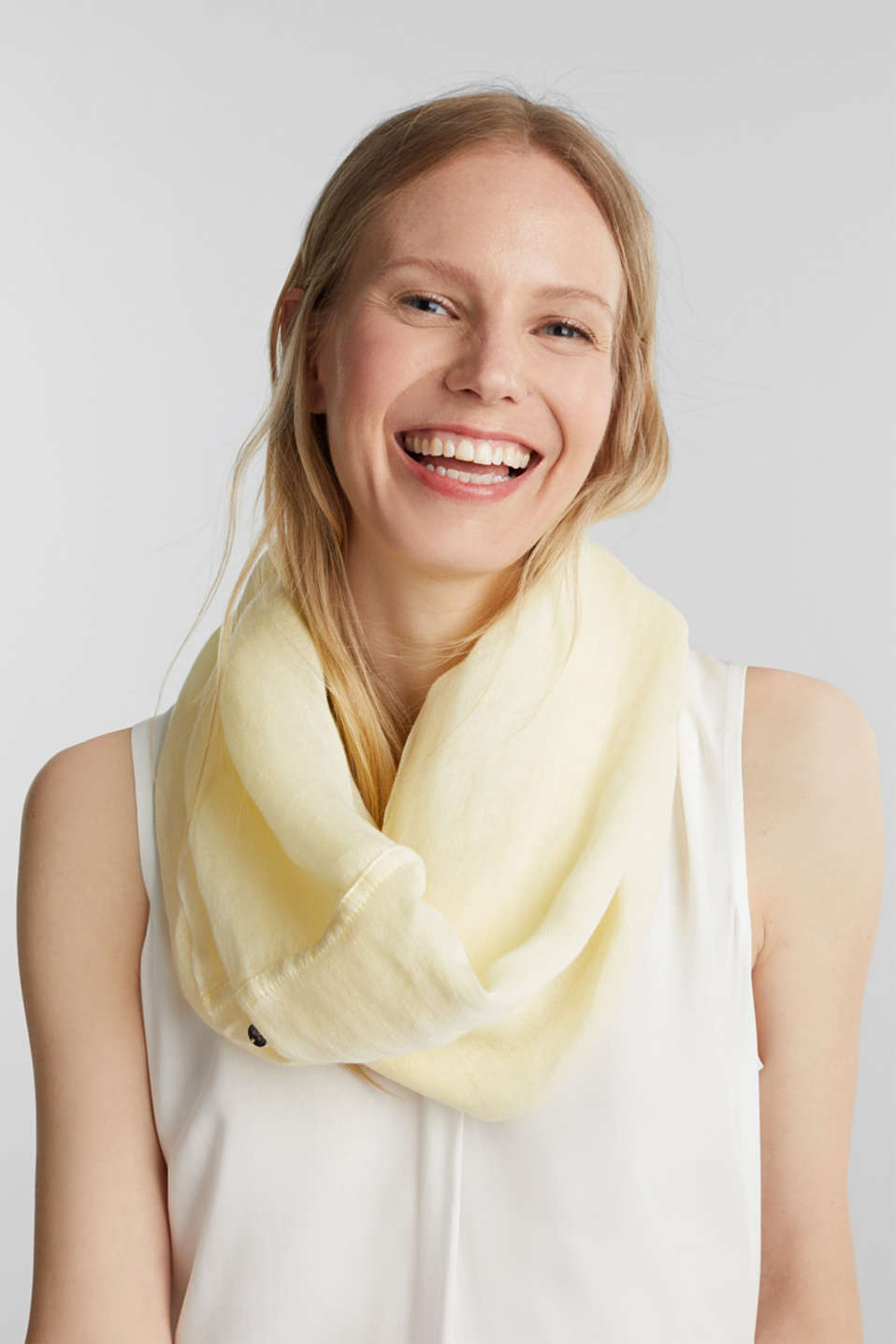 Linen blend: snood with fine texture, LIME YELLOW, detail image number 1