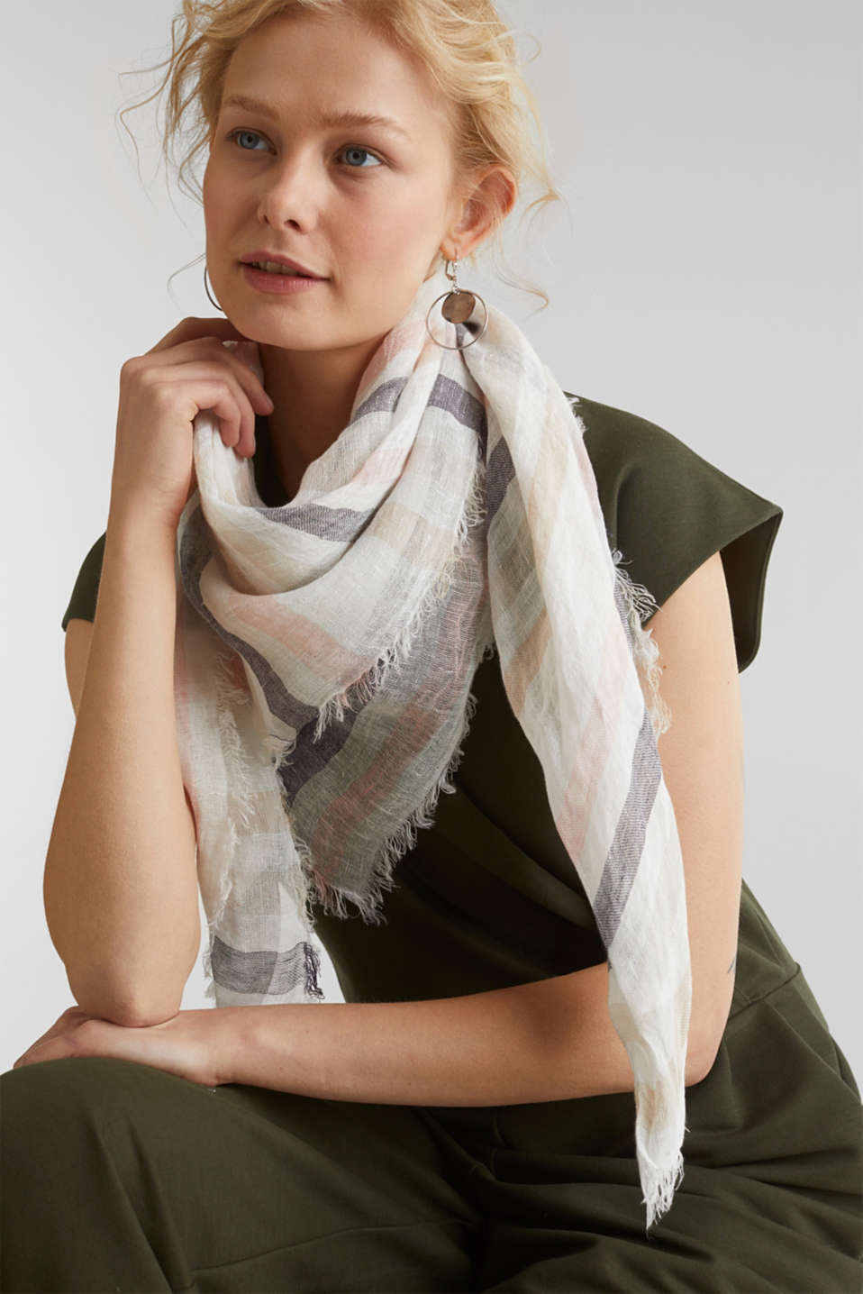 100% linen: Scarf with stripes, BEIGE, detail image number 1