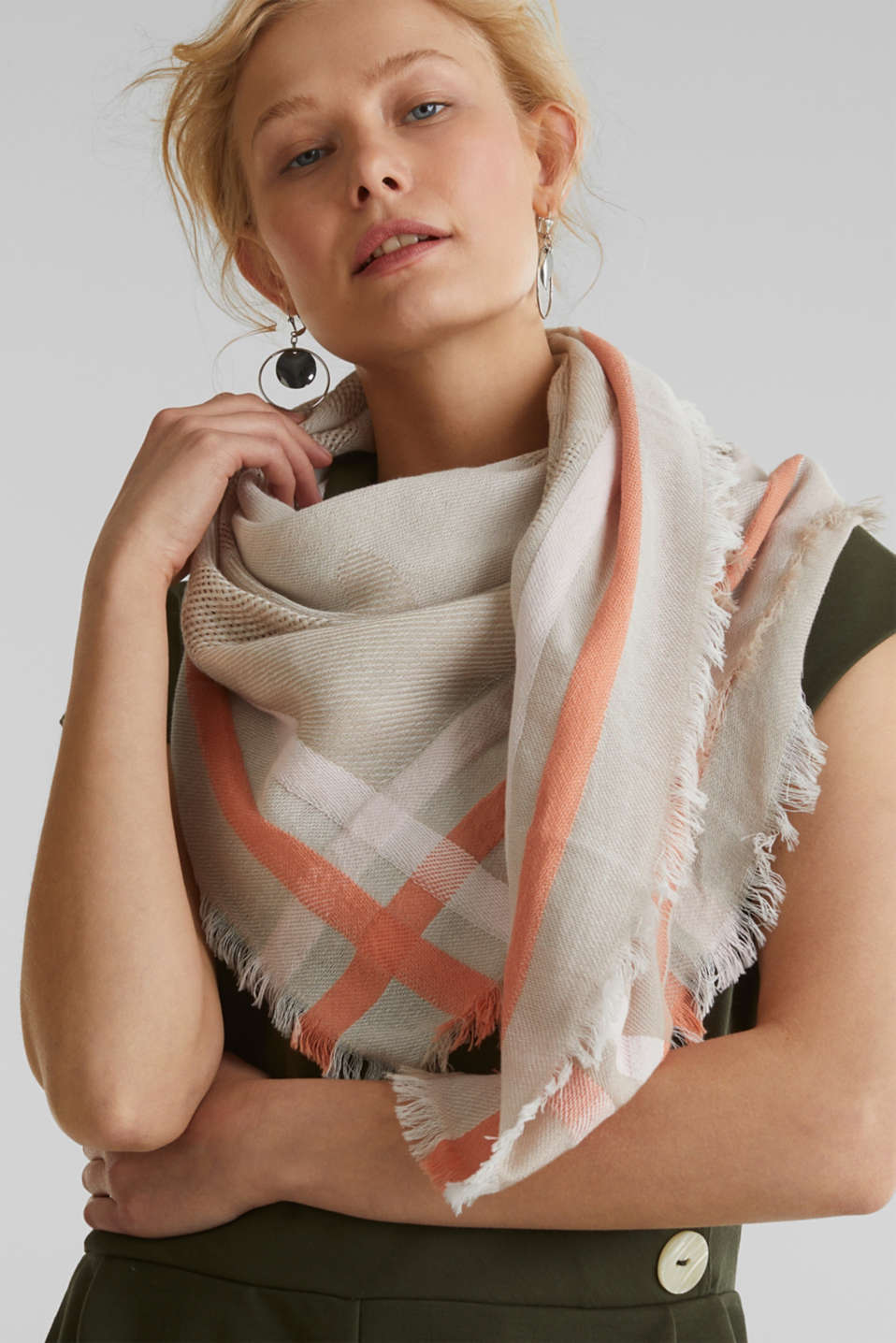 Scarf with stripes and an interwoven logo, BEIGE, detail image number 1