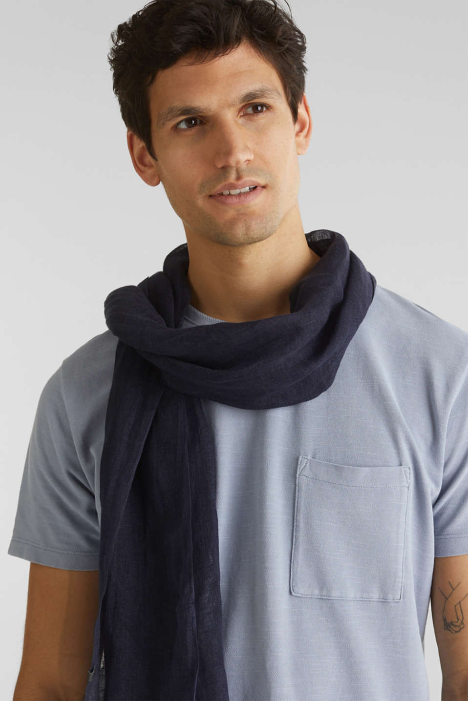 Woven scarf made of 100% linen, NAVY, detail image number 1