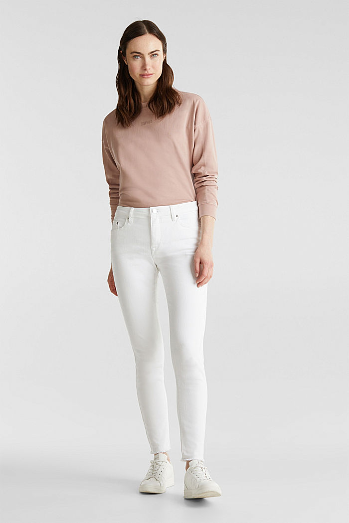 Ankle-length jeans with frayed leg openings