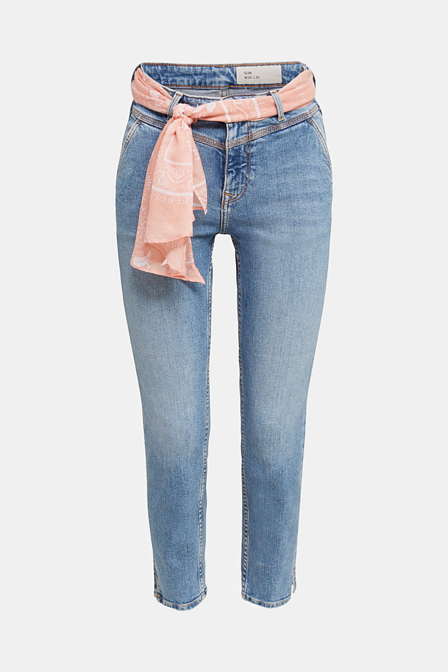 Ankle-length jeans with a bandana