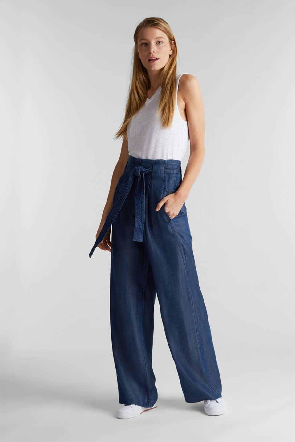 Made of TENCEL™: Trousers in a denim look, BLUE DARK WASH, detail image number 1